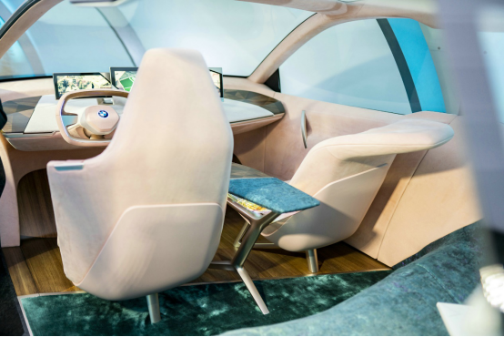 新一轮设计突破 宝马亮相2018洛杉矶国际车展1378