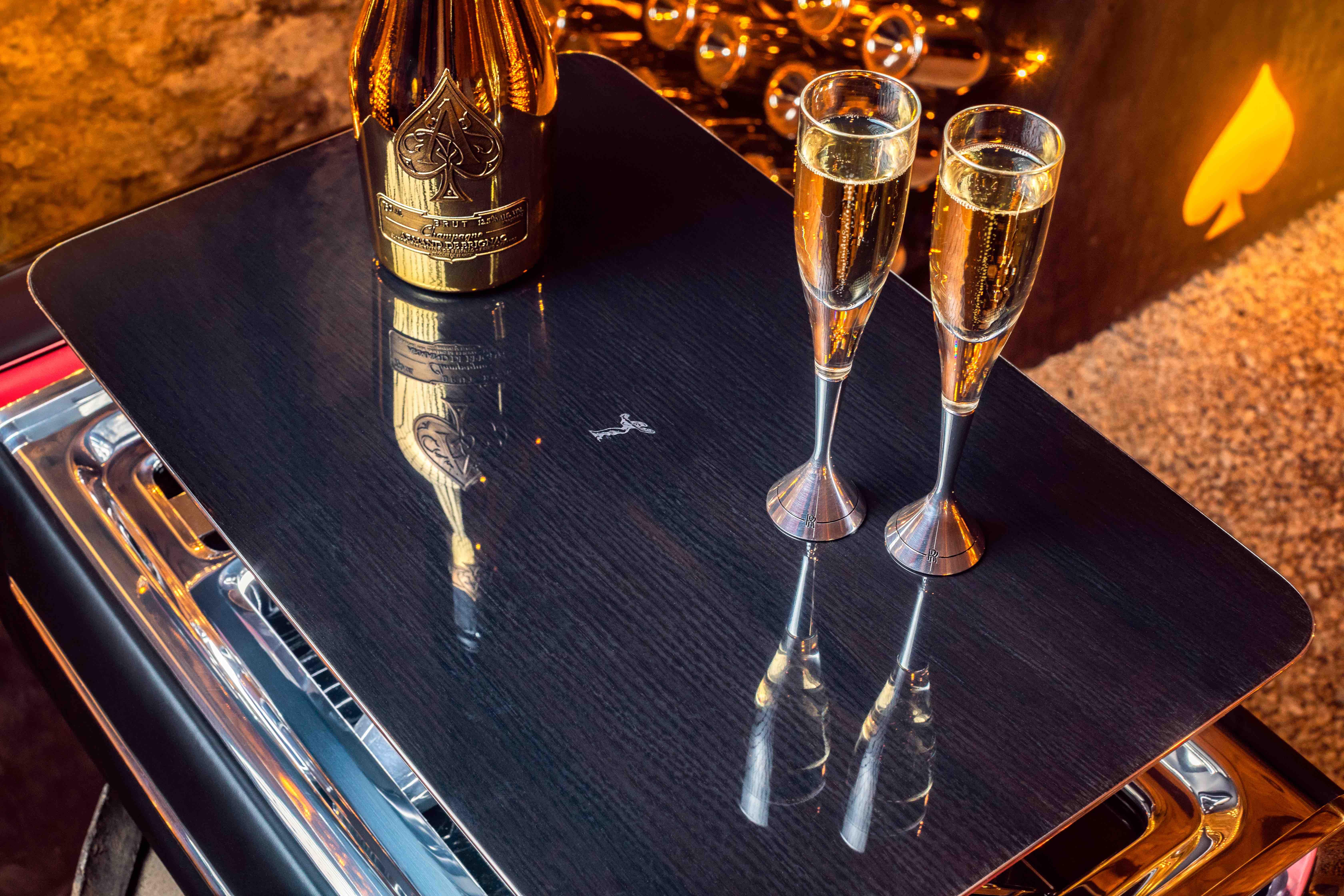 【新闻图片】劳斯莱斯香槟酒柜_3