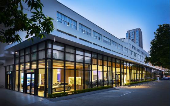 正式开放 BMW福建首家旗舰体验中心——厦门星德宝156